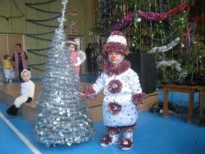 новогодний костюм снеговика для мальчика - как сшить своими руками