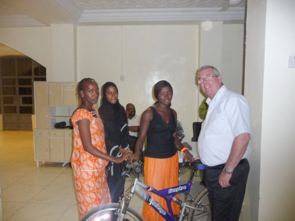 Guest, British High Commissioner Phil Sinkinson presents the prizes