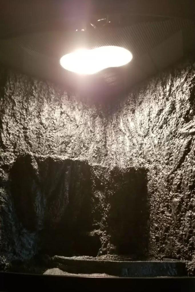 lighting foam wall and waterfall for paludarium DIY