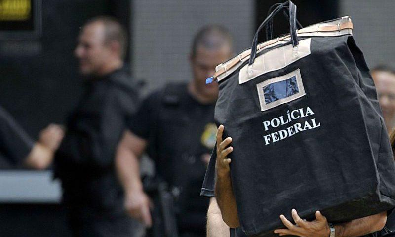Quadrilha desviava cartões de crédito remetidos pelos Correios no Rio