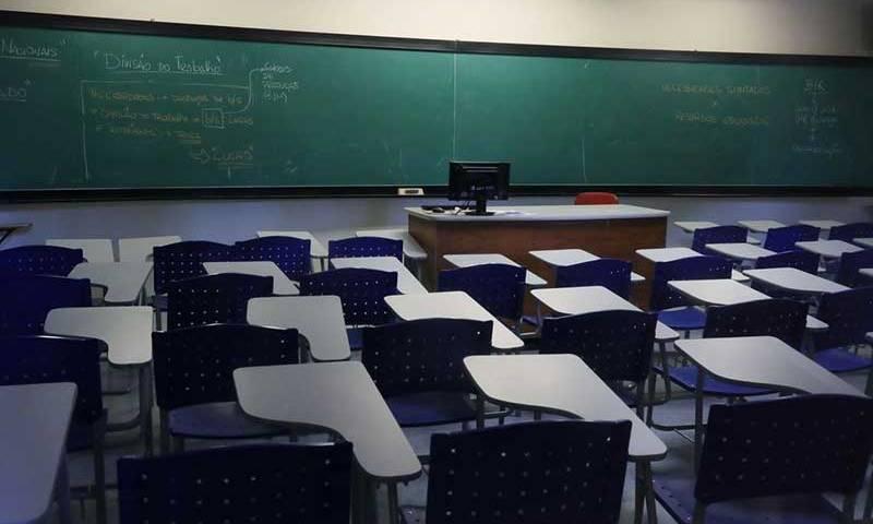 Niterói libera volta às aulas presenciais do 3º ano do ensino médio