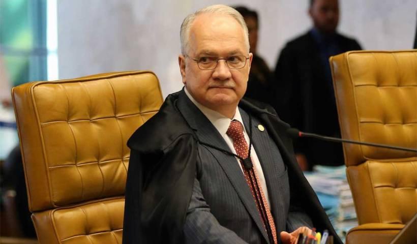 Fachin vota contra decreto presidencial sobre posse de armas