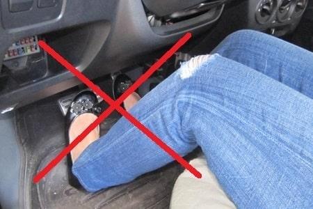 Những sai lầm chết người khi lái xe ô tô số tự động