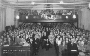 tkijkje in kerkzaal1946 van de eerste kerk