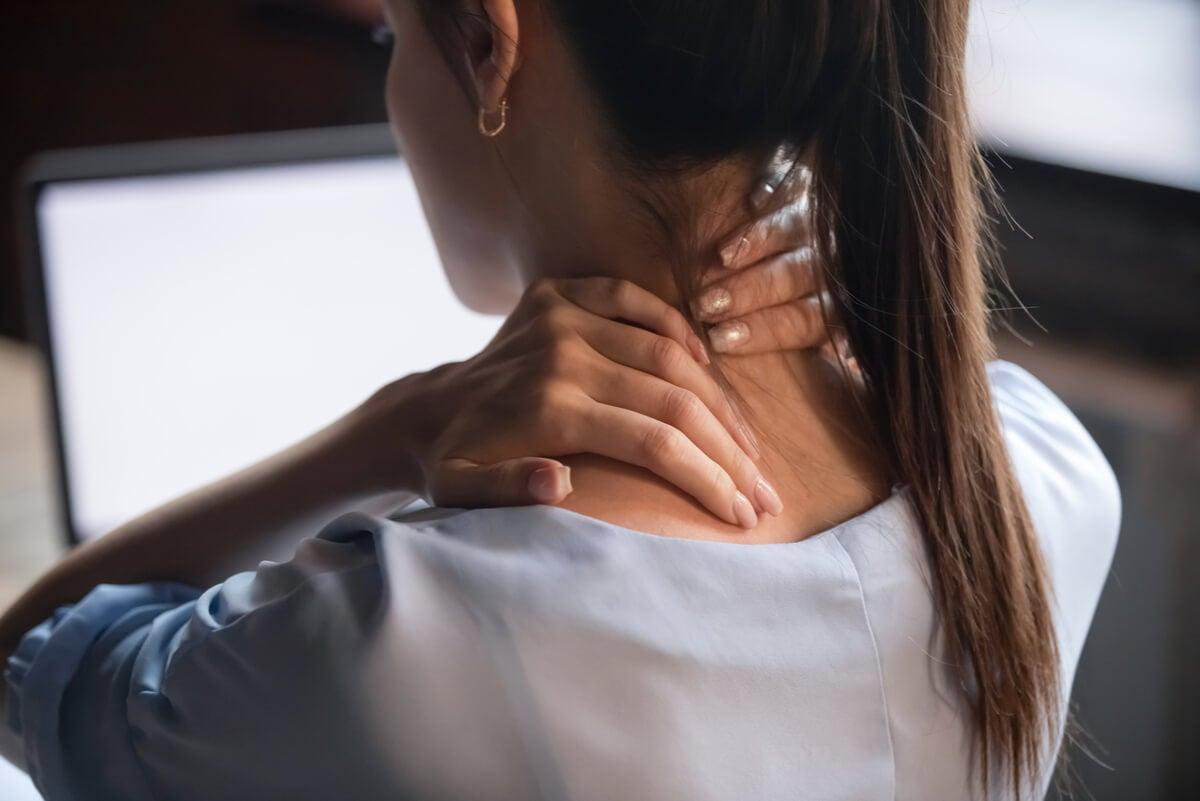 امرأة مصابة بانقباض عنق الرحم.
