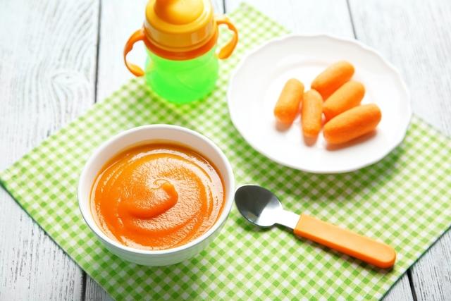 طعام الأطفال لمدة 6 أشهر: 7 وصفات لذيذة