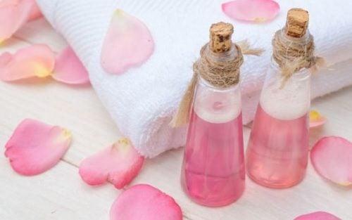وصفات بماء الورد لزيت بشرتك