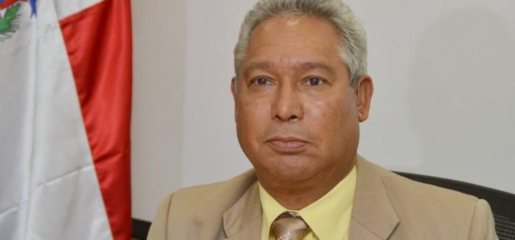 Ministro Economía apoya reglamenten impuestos combustibles a generadoras eléctricas