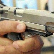 Celoso oficial retirado mata dos hombres