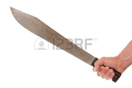 Hombre ataca con machete a su padre