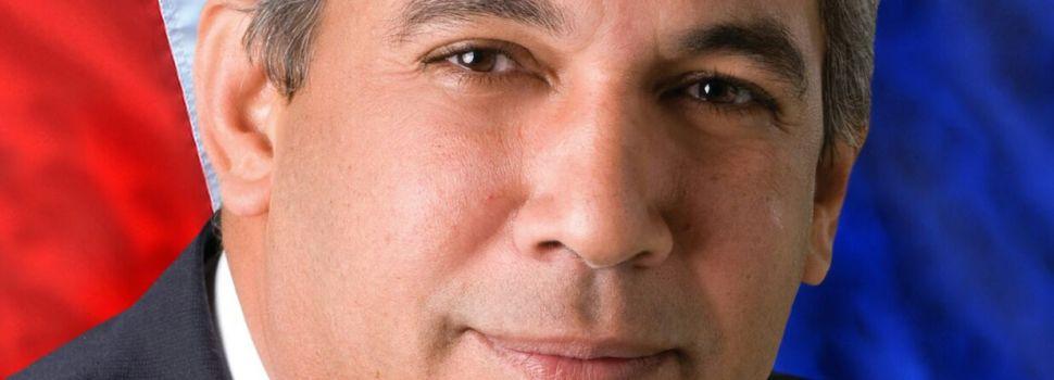 Cónsul a favor repostulación Danilo