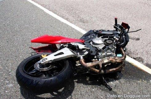 Dos muertos y un herido accidente motocicleta