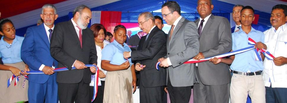 Danilo inaugura liceo en Los Alcarrizos