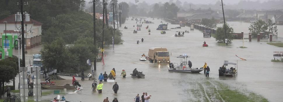 Suman ocho muertos por tormenta Harvey