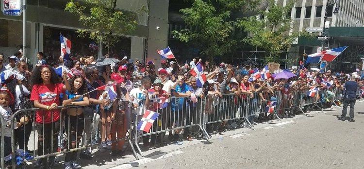 Millares participan en desfile comunidad dominicana