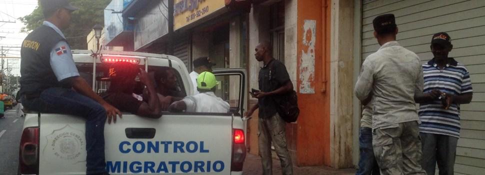 Migración detiene haitianos ilegales