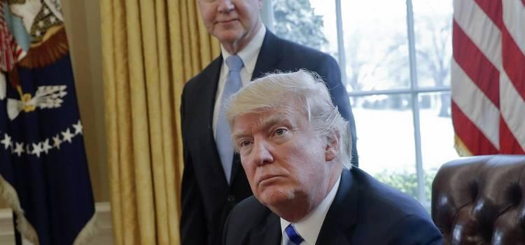 Escándalo obliga renuncia funcionario de Trump