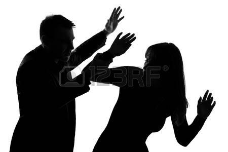 Acusan hombre de golpear esposa