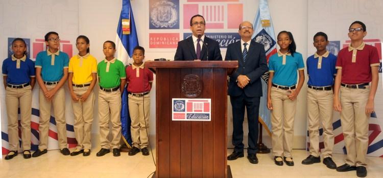 Educación presenta nuevos uniformes