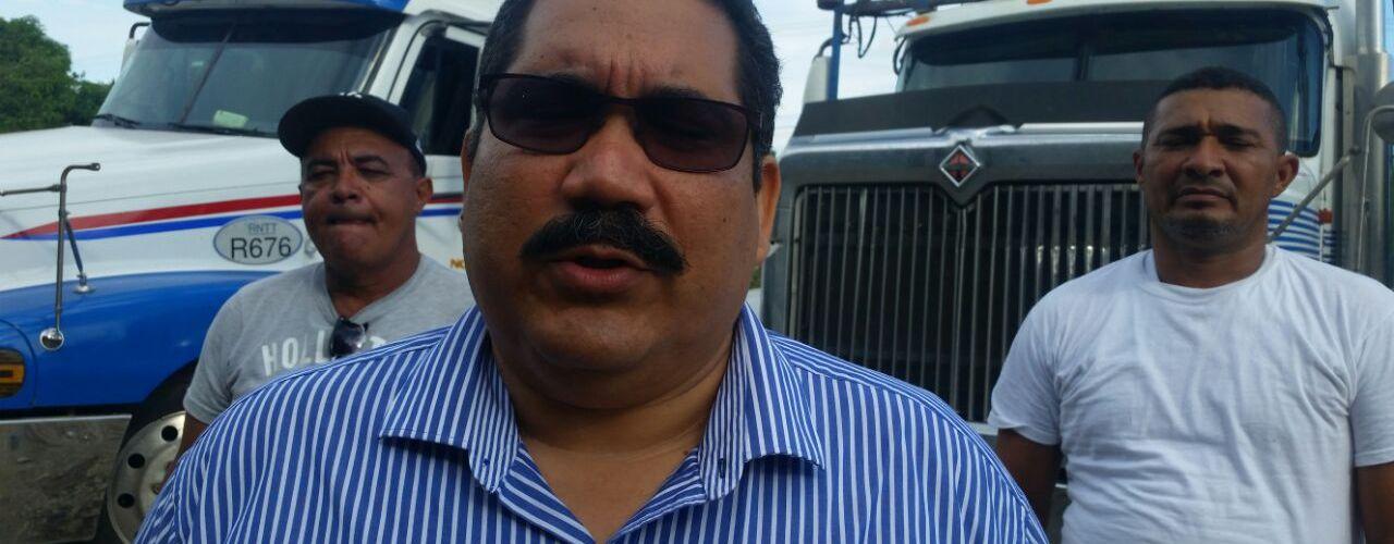 Camioneros levantan bloqueo en frontera