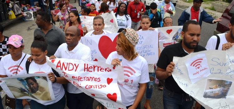 Marchan por salud niño necesita trasplantes