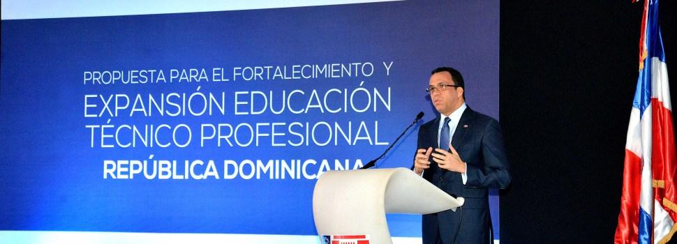 Navarro resalta receptividad sector privado