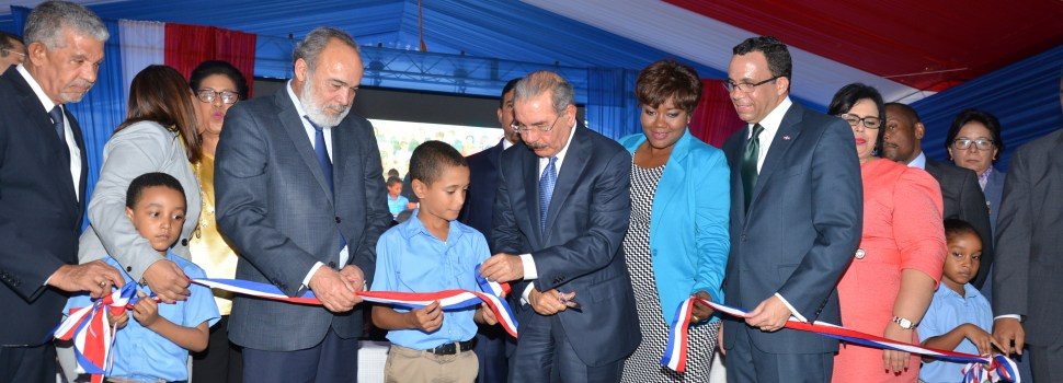 Presidente Medina inaugura escuela primaria