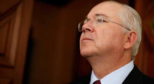 """Embajador: renunció o lo """"renunciaron""""?"""