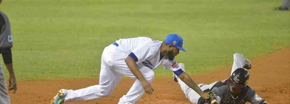 Licey sigue imbatible y vence Gigantes