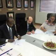 Firman acuerdo para profesores inglés