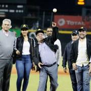 Correa lanza primera bola en estadio Cibao