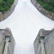 Desaguan embalse presa Tavera-Bao