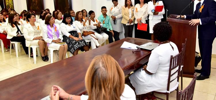 Navarro cita males deben enfrentar escuelas