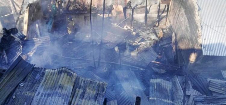 Un incendio destruye varias casas