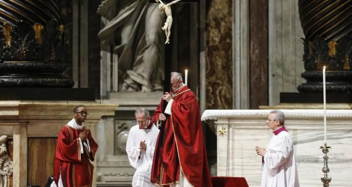 Papa lamenta futuro heredarían jóvenes