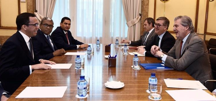 Navarro se reúne con ministro Educación España
