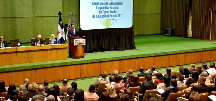Navarro presenta evaluación área educativa