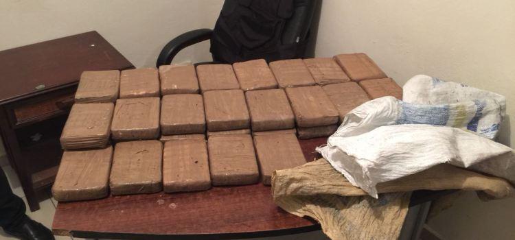 Autoridades decomisan 37 paquetes de cocaína