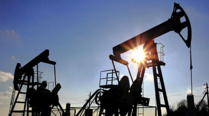 Baja producción petróleo Irán y Venezuela