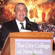 Cónsul destaca empeño de estudiantes