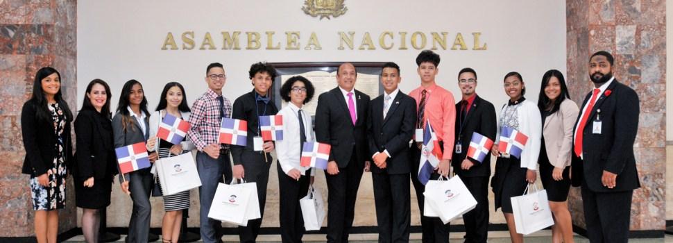 Diputado PLD resalta estudiantes meritorios