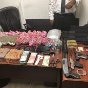 Decomisan armas, dinero, droga y municiones