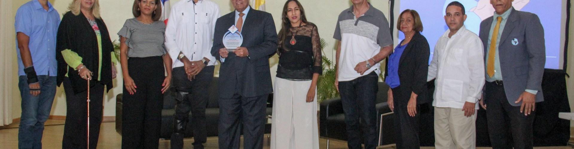 Tributan reconocimiento doctor Silié Ruiz