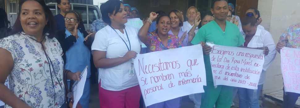 Enfermeras inician paro en dos hospitales