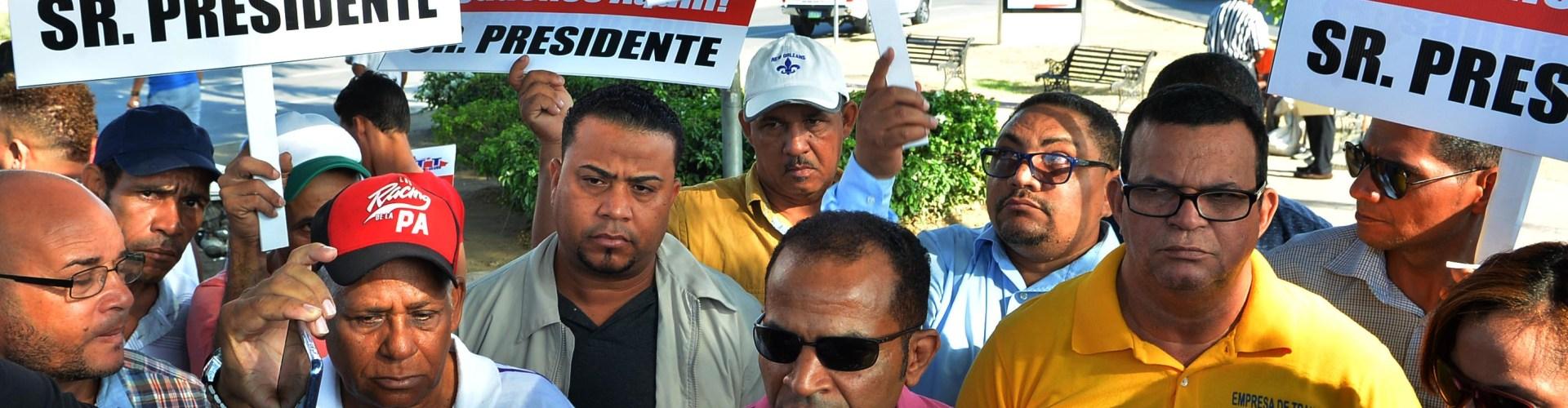 Choferes piden rehabilitación vías de Santiago