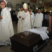 Investigadores en caso muerte hermano arzobispo