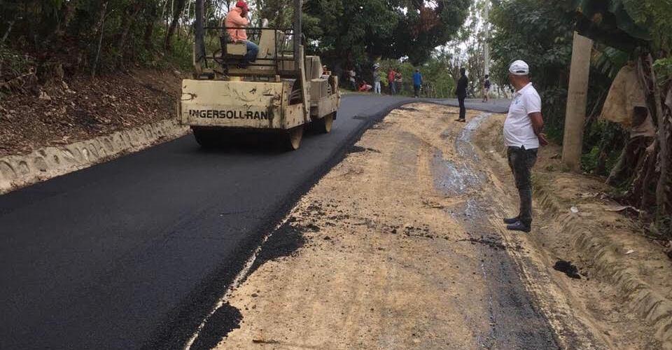 Reinician reparación carretera une comunidades