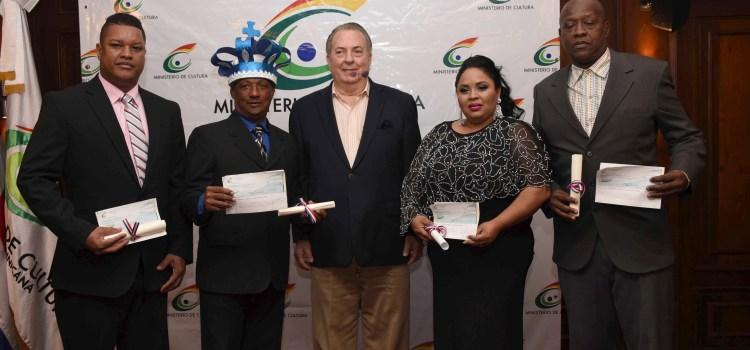 MinisterionCultura entrega Premio Felipe Abreu