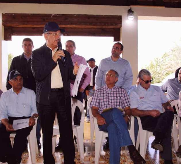 Danilo se reúne con sectores tabaqueros