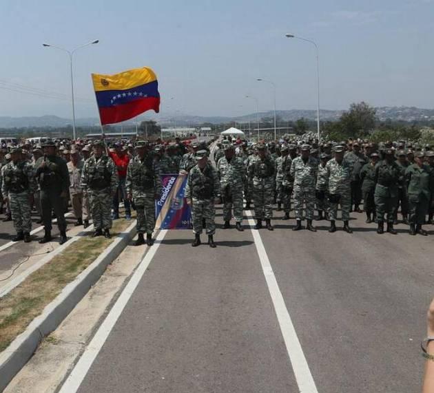 Militares refuerzan bloqueo puente fronterizo
